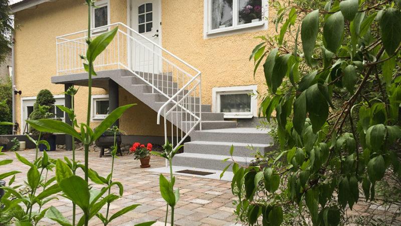 Gammal betongtrappa med nytt utseende i Enskede