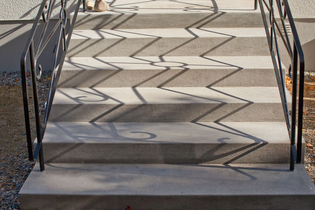 Renoverad och handputsad betongtrappa med specialbetong